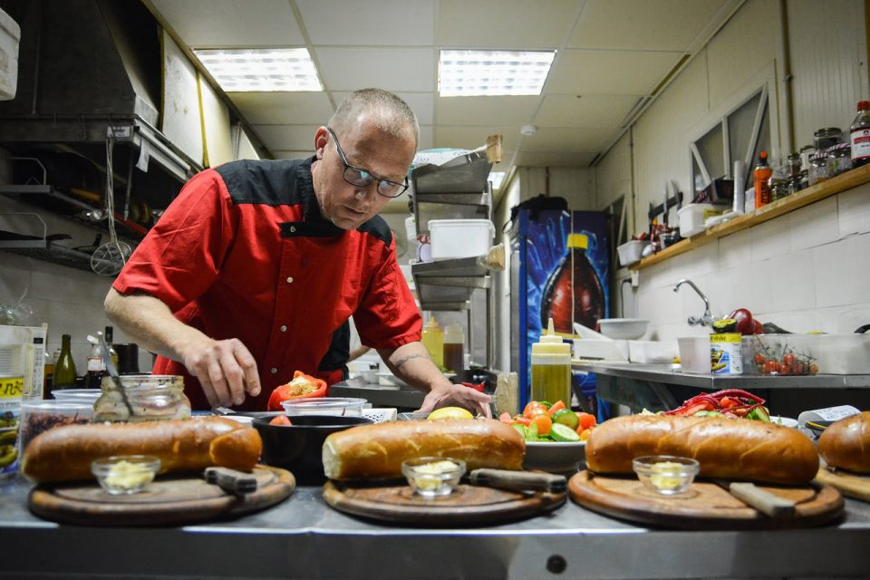 What Are Duties of a Chef: